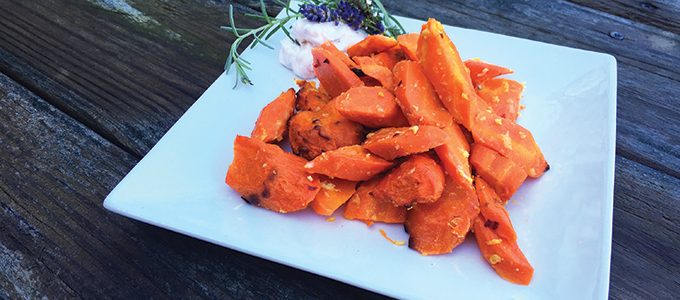 Roasted Carrots with Spicy Yogurt Sauce